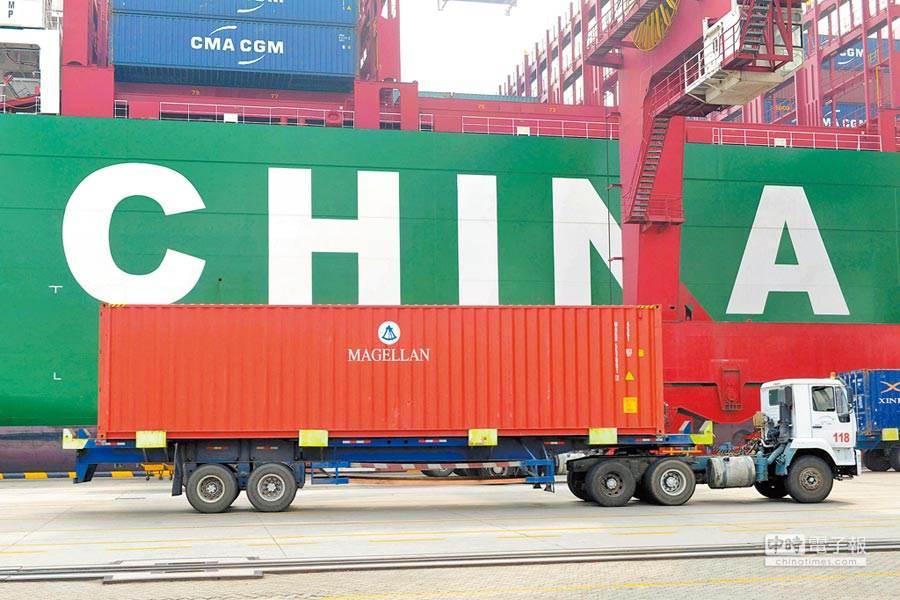 陸美貿易戰無解,川普又在推特放話,稱北京若不與美方盡快進行貿易談判,大陸經濟將面臨末日。(圖/新華社)