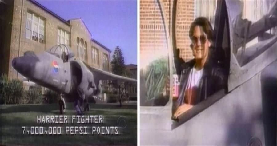 1995年的百事可樂廣告,只要收集700萬點,就能得到戰鬥機,然而百事可樂說話不算話。(圖/youtube)