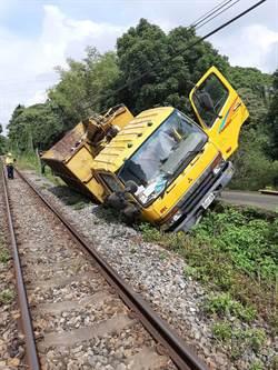 貨車傾倒集集線 上下行列車受影響