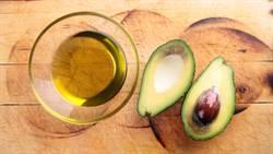 單喝「酪梨油」降膽固醇?營養師曝這樣吃才對