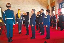蔡英文:鼓勵國軍多穿軍服上街