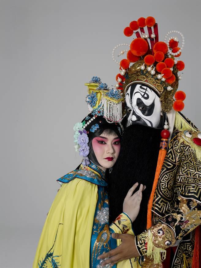 當代傳奇劇場習藝生黃若琳與施宏駿主演〈霸王別姬〉。