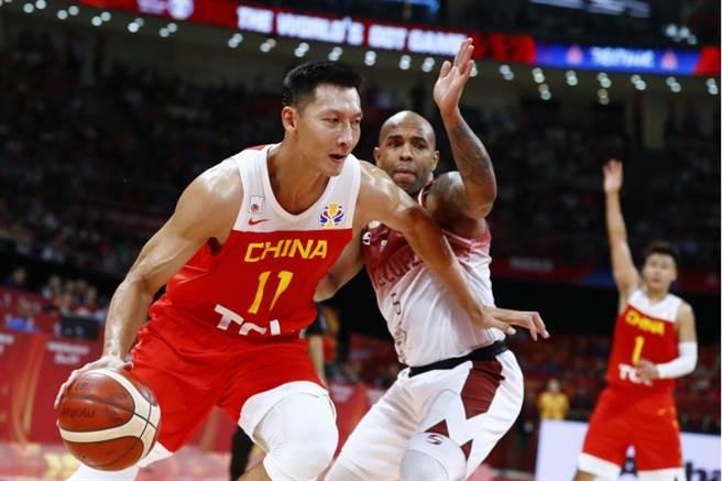 易建聯率領大陸隊今晚在世界盃男籃賽迎戰委內瑞拉,可惜最終還是以12分之差敗下陣來,無緣闖進16強。(路透社)