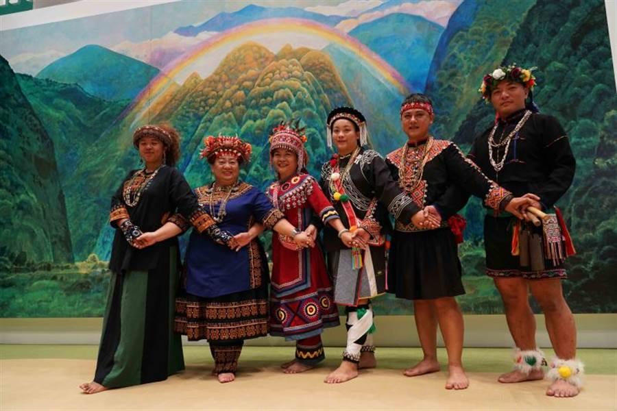 舞團「原舞者」於記者會上表演〈南王部落〉。(圖取自文化部官網)