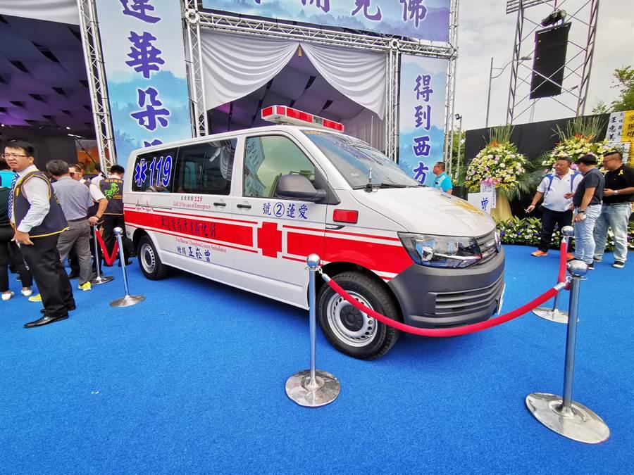 配備12導程心電圖機及自動心肺復甦機等最新儀器的救護車 (吳建輝攝)