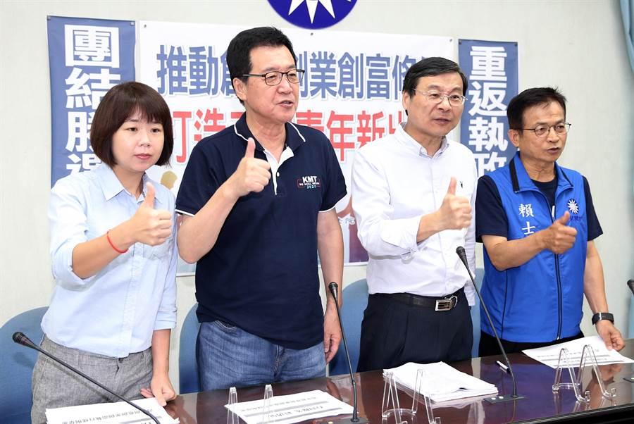 國民黨立委林麗蟬(左起)、費鴻泰、曾銘宗、賴士葆4日舉行「推動創意創業創富條例,打造三創青年新出路」記者會。(姚志平攝)