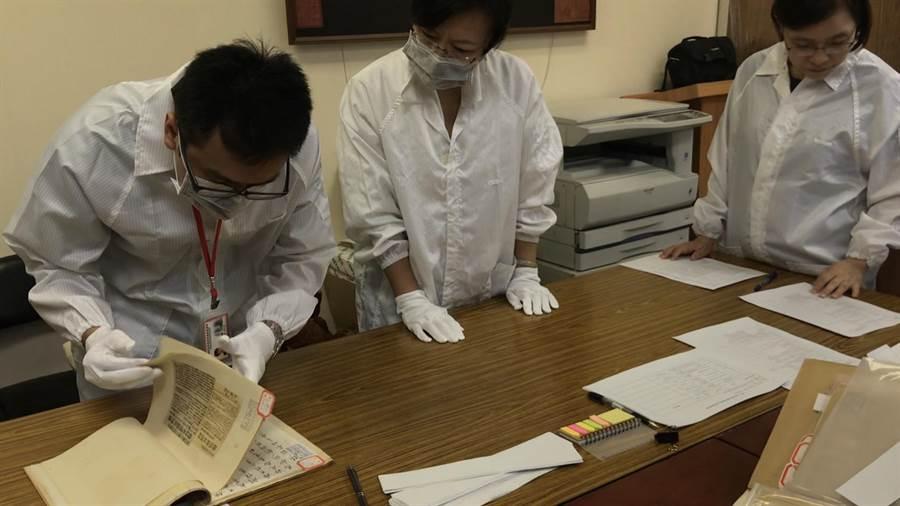 促轉會人員8月21日前往國民黨進行檔案移歸工作時的畫面(圖由促轉會提供)