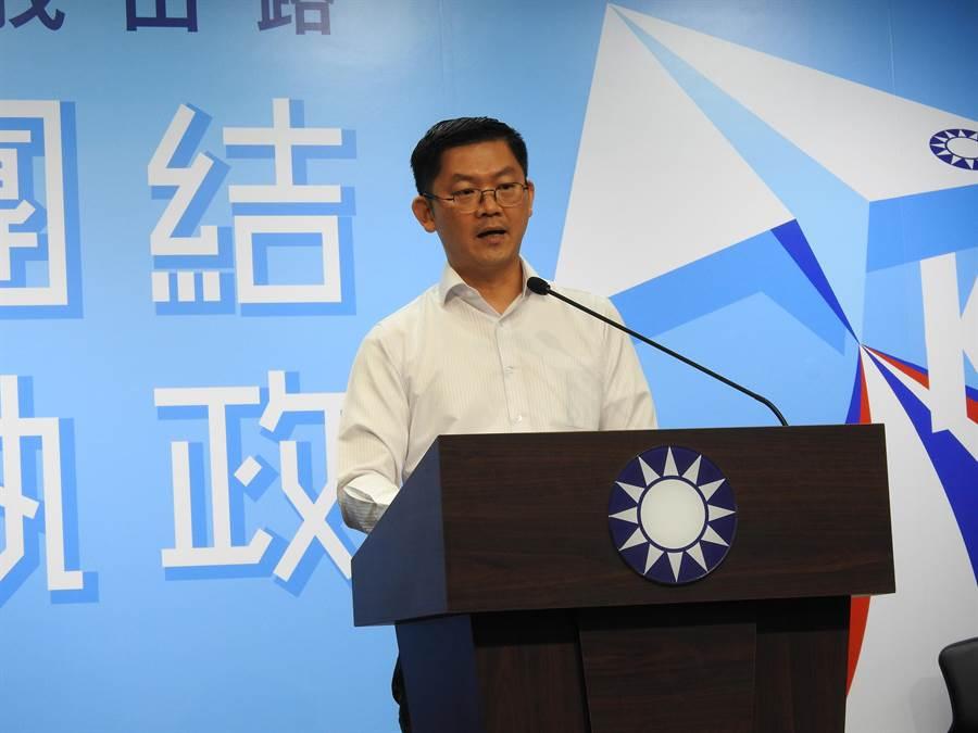 國民黨副發言人黃心華下午轉述中常會內容。