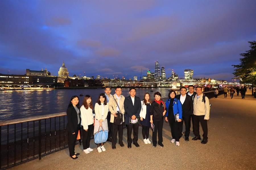 台中市長盧秀燕參訪泰晤士河畔節,借鏡發展代表台中的河畔藝文觀光盛會。(台中市新聞局提供/盧金足台中傳真)