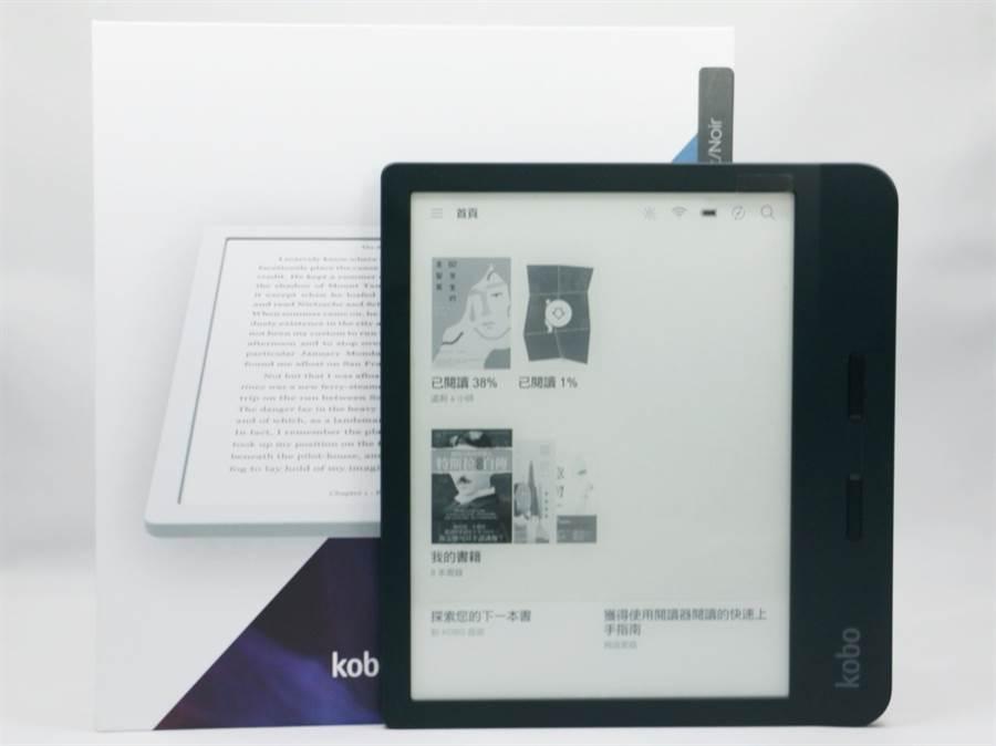 樂天Kobo Libra H2O閱讀器與包裝盒。(黃慧雯攝)