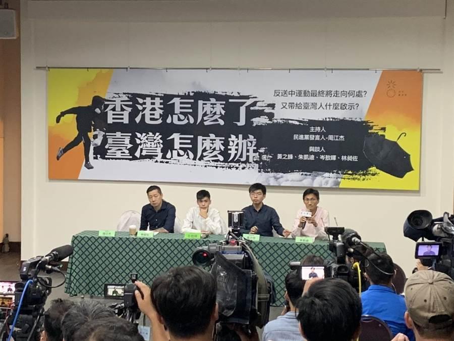 黃之鋒(右二)強調,示威運動不會因為《逃犯條例》撤回而結束。(楊孟立攝)