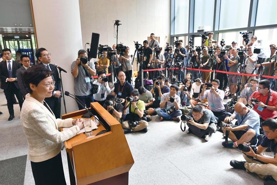 香港特首林鄭月娥3日出席行政會議前會見媒體。圖/中新社