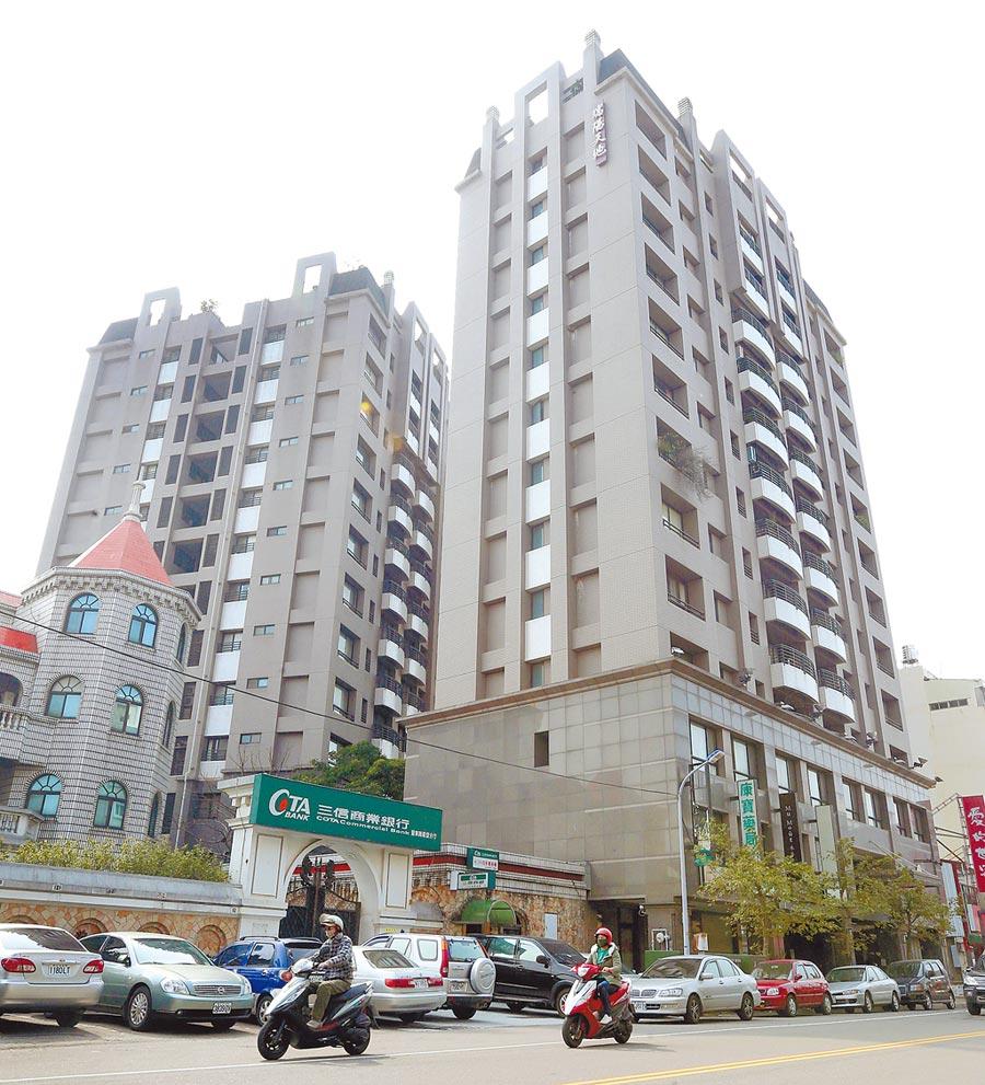 豐原區「向陽永照」社區大樓在921地震中倒塌,原地重建後現為「瑞陽天地」。(范揚光攝)