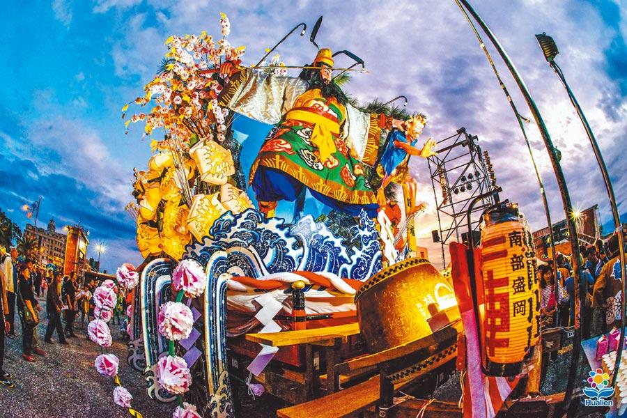 2002、2007和2016年,從日本遠赴而來的盛岡山車,在花蓮掀起觀光旅遊高潮與熱烈迴響。(花蓮縣政府提供/王志偉花蓮傳真)