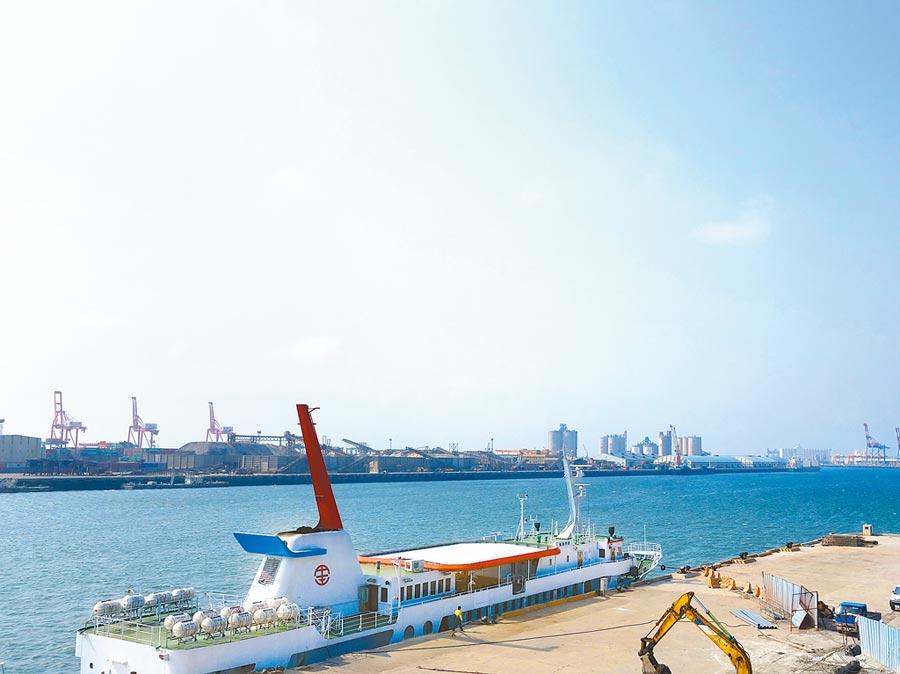 台中市府將港埠專用區內的重大建設計畫納入都市設計審議範圍,搭配國土計畫及海岸整體管理計畫,帶動海線地區發展。(盧金足攝)