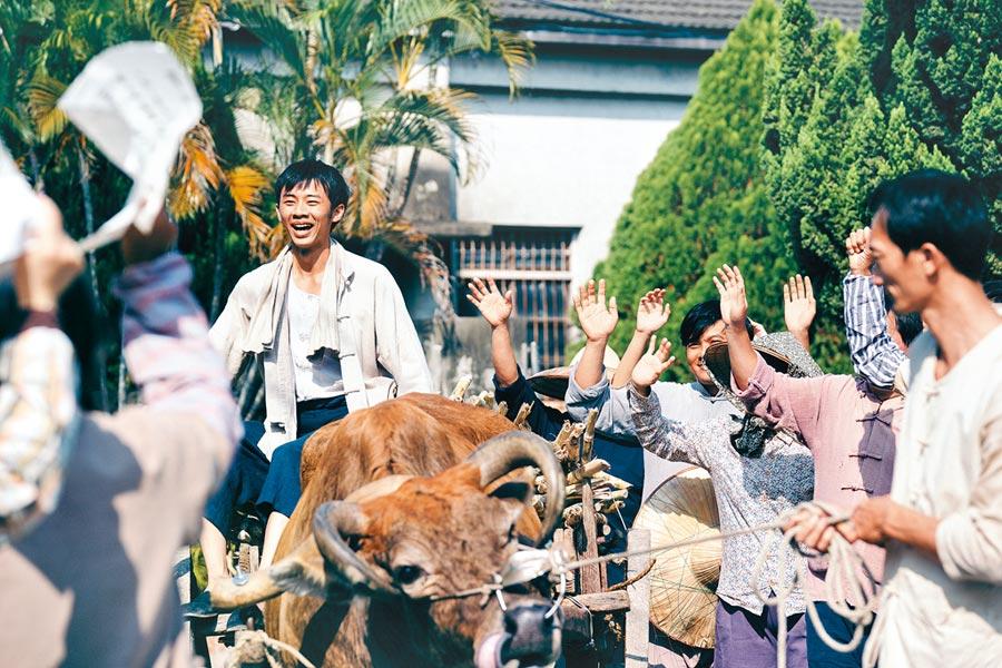 吳政迪戲裡飾演有群眾魅力的農民,天不怕地不怕。(客家台提供)