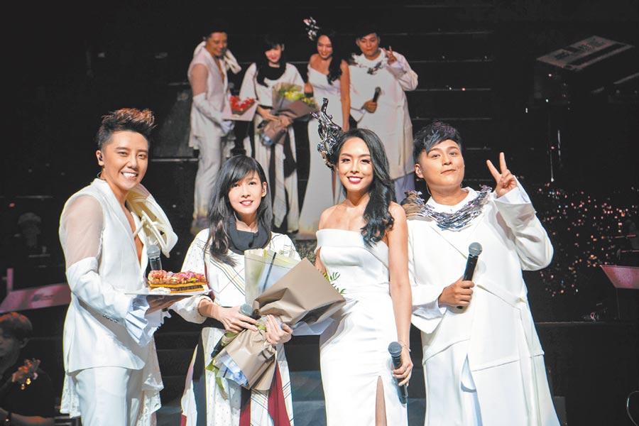 嘉豪(左起)、周慧敏、祖絲、AJ日前同台演出。(超級亞洲娛樂提供)