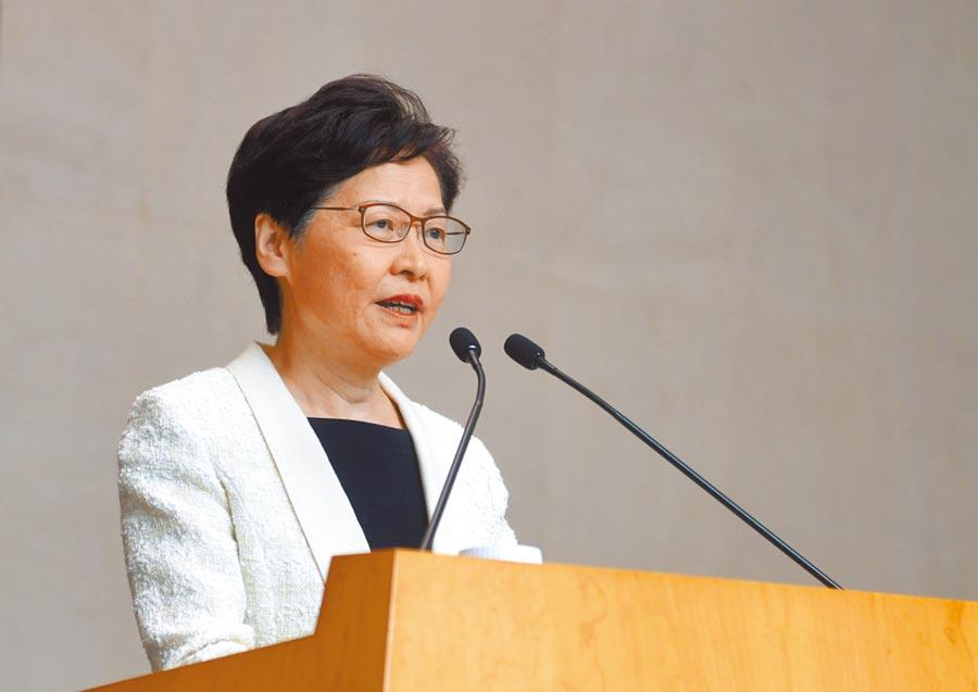 林鄭月娥3日強調離開是容易的,她從沒有向中央提出請辭。(新華社)