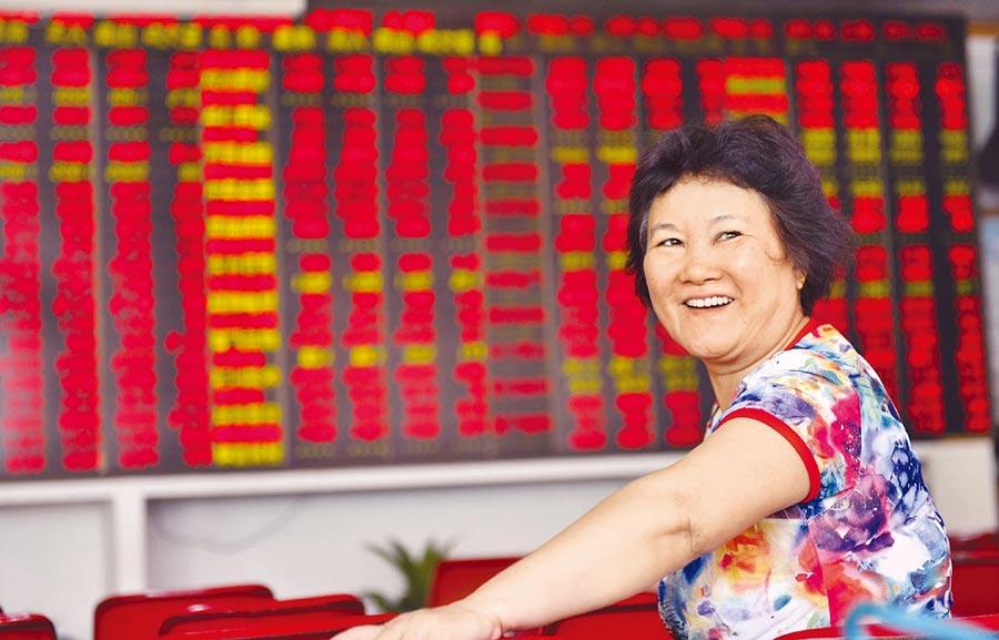 2007年10月,上證指數一度達到6124點,漲幅驚人。(新華社資料照片)
