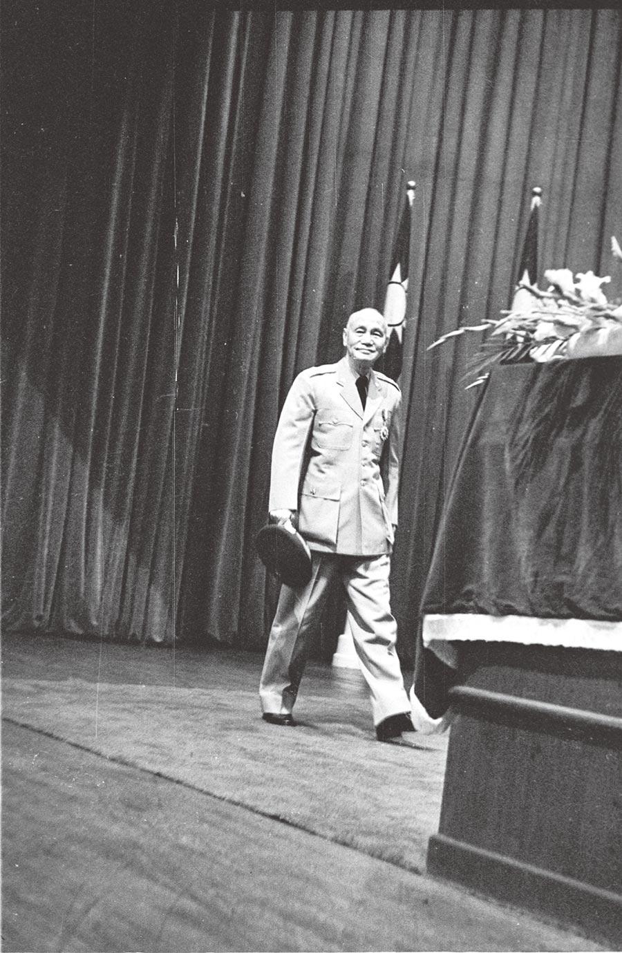 1967年,青年節慶祝大會在北市中山堂舉行,蔣中正總統親臨出席。(本報系資料照片)