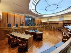 開車低頭找物害6命 阿羅哈司機判囚4年2月定讞