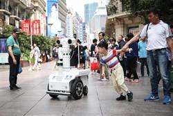 上海首台5G警用巡邏機器人上崗亮相