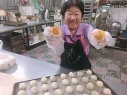 金軒餅店傳承手工好滋味 蛋黃酥「蛋黃特大」好酥又紮實