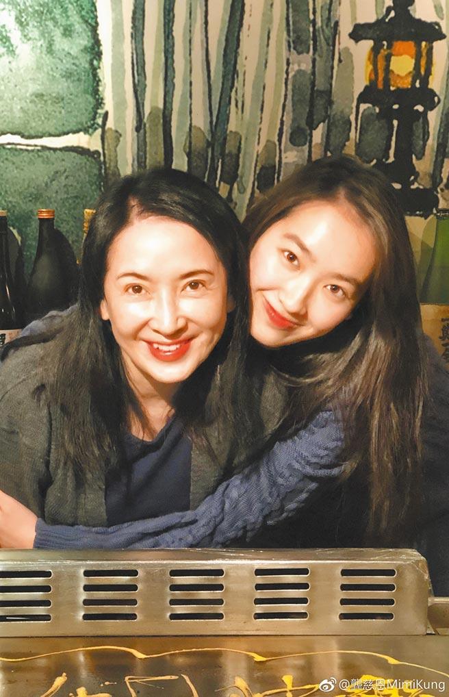 龔慈恩(左)和女兒林愷鈴感情深厚。(摘自龔慈恩微博)