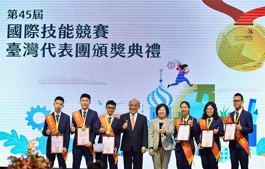 行政院長蘇貞昌4日出席「第45屆國際技能競賽代表團頒獎典禮」。(圖/行政院)