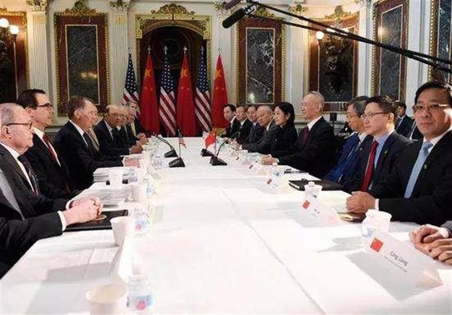 中共中央政治局委員、國務院副總理、中美全面經濟對話中方牽頭人劉鶴率團赴美談判中美貿易戰。(新華社)