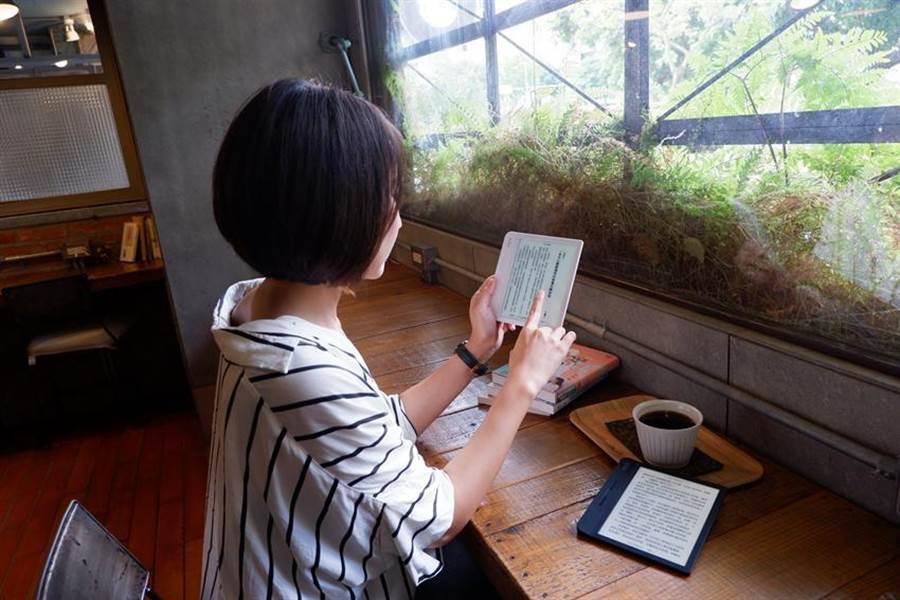 樂天Kobo推出最新閱讀器Kobo Libra H2O,鎖定追求高性價比的消費族群。圖/樂天Kobo提供