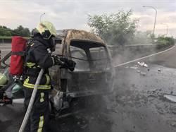 台74自小客車撞分隔島起火 駕駛成焦屍