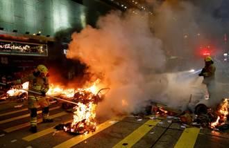 要求公布831衝突真相 港鐵示威者縱火警施催淚彈