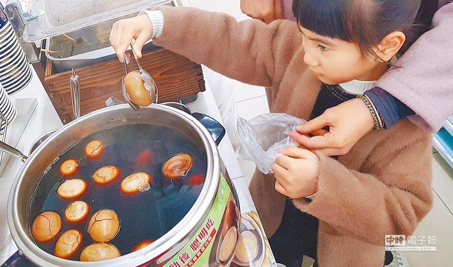 超商爆裂茶葉蛋能不能買?不少饕客表示破裂的才是最入味好吃的 (圖/本報資料照、趙雙傑攝)