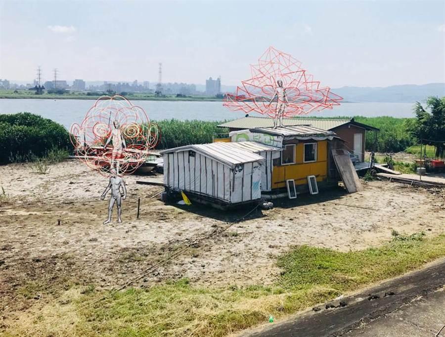(《消逝之島》結合台灣馬戲表演與菲律賓裝置藝術,7日將以參與式展演,引領觀眾遊走社子島。圖/臺北表演藝術中心、邱莉玲傳真)