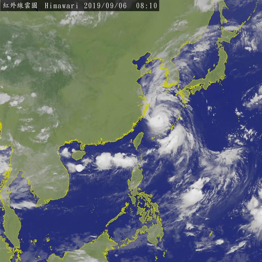 劍魚已減弱為熱低壓,但水氣會影響台灣,周末全台有雨,中南部有劇烈天氣。(圖/中央氣象局)