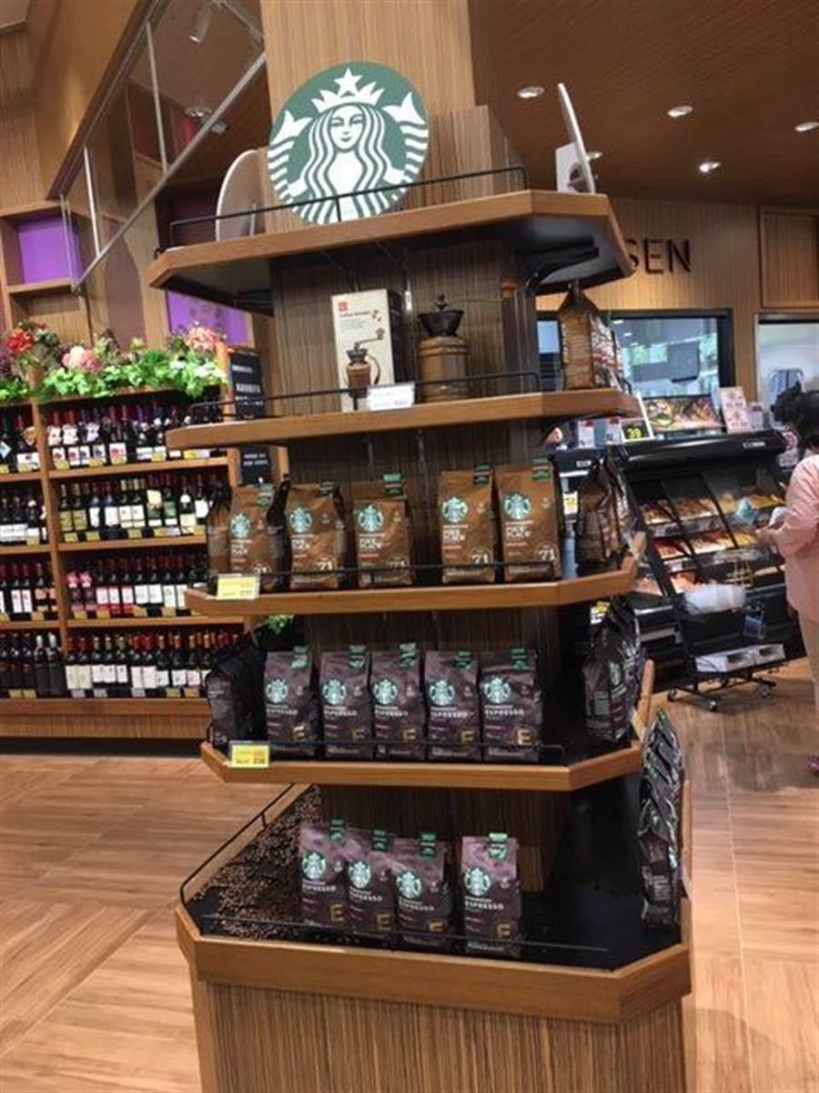 全聯台中市政店販售星巴克咖啡豆,每包230元起。(郭家崴攝)