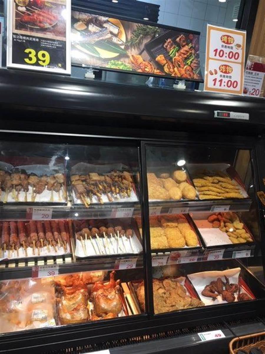 全聯台中市政店熟食、調理食品中,現炸炸物最受歡迎。(郭家崴攝)
