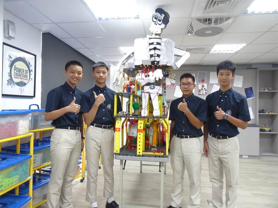 就是這個作品,華盛頓中學四名同學以電影「可可夜總會」發想出「台灣的蜂狂夜總會」作品,在日前於中興大學舉辦的2019世界機關王的比賽中獲得國中組金牌肯定。(馮惠宜攝)