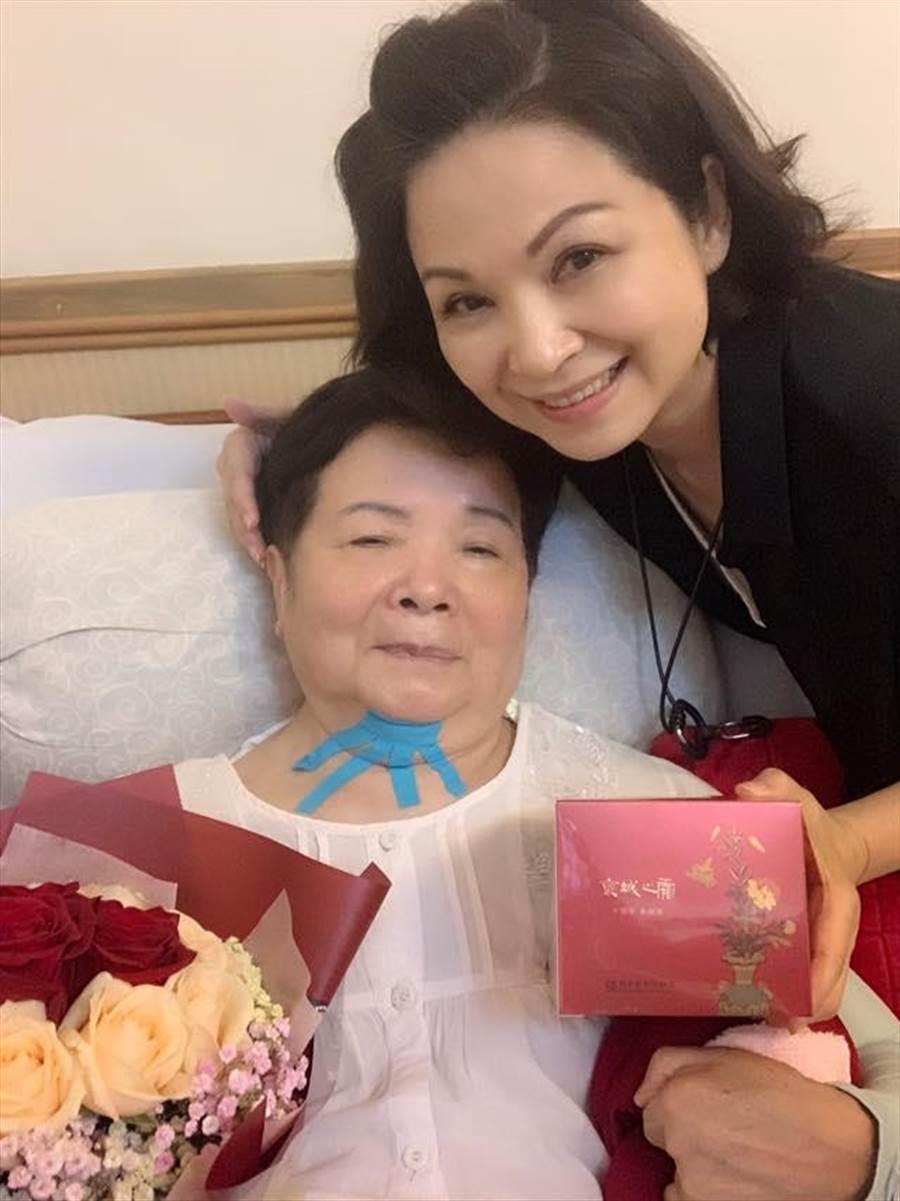 楊貴媚與母親感情好,生日更在社群平台曬照分享喜悅。(擷取自楊貴媚國際影友會)