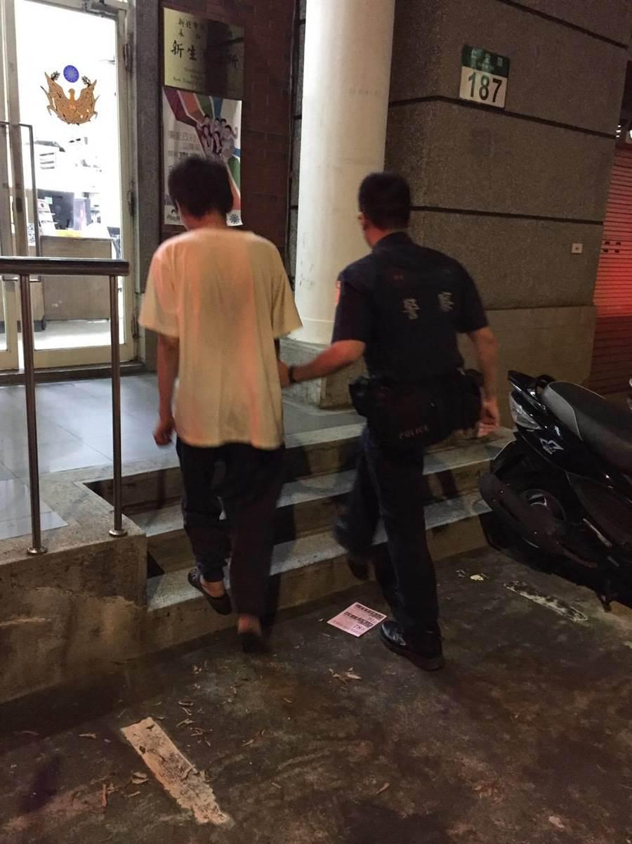 37歲洪姓男子疑患有精神障礙,新北市永和警分局協助他返家。(永和警分局/葉書宏新北傳真)