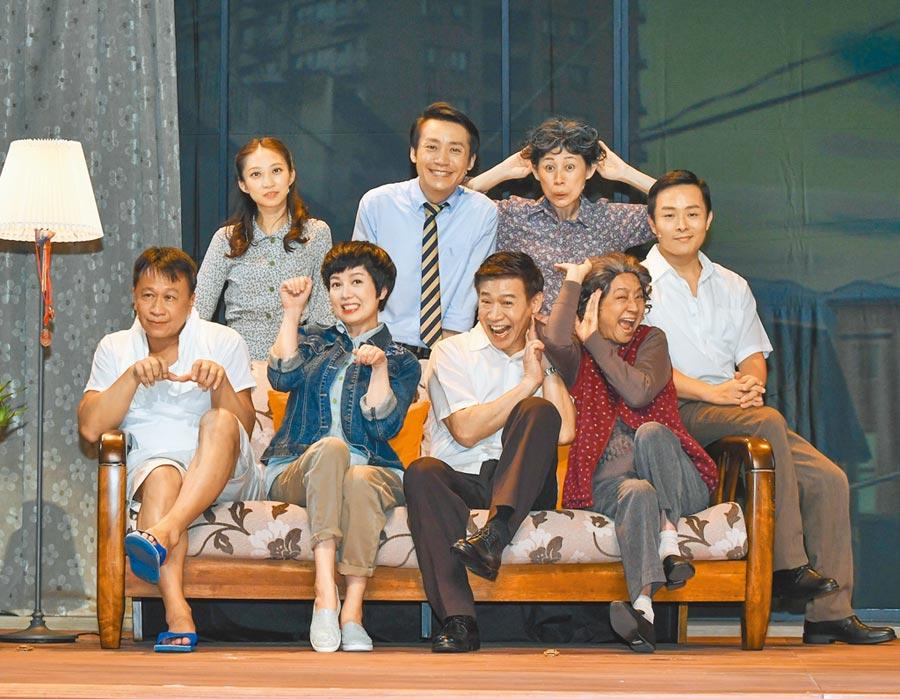 游安順(左起)、苗可麗、朱陸豪、楊麗音昨為舞台劇《七十三變》造勢。(故事工廠提供)