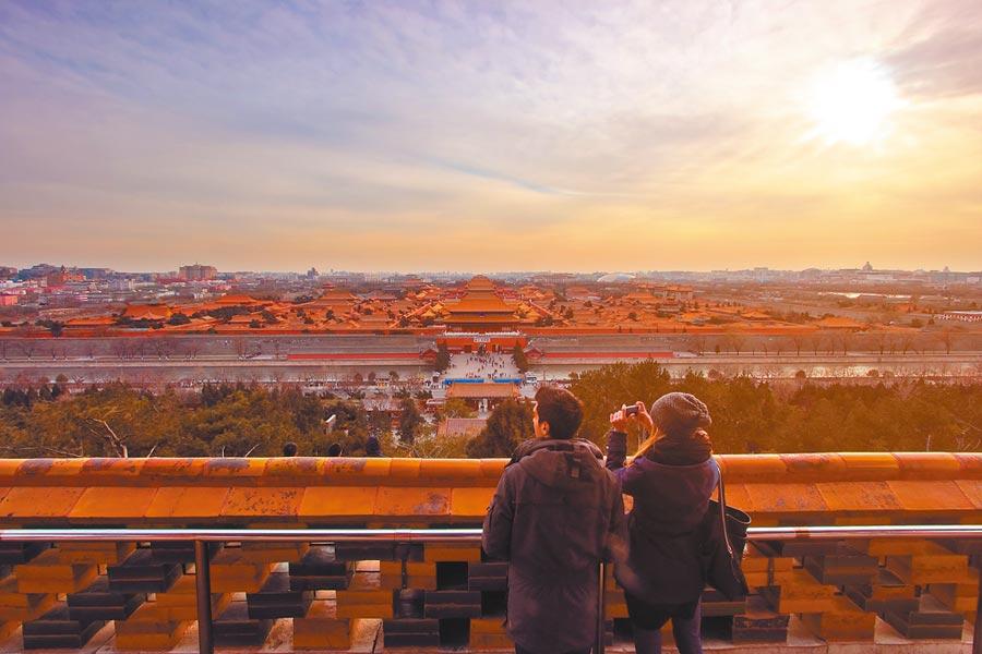 北京、上海、深圳、廣州、杭州對大陸年輕人非常有吸引力,圖為北京景山公園。(CFP)