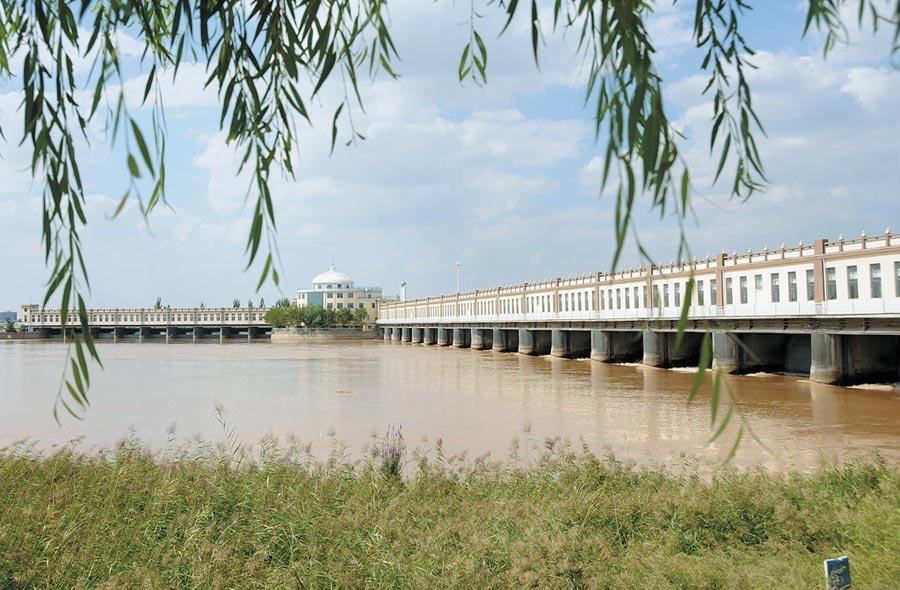 內蒙古河套灌區入選世界灌溉工程遺產名錄,圖為河套灌區三盛公水利樞紐。(新華社)