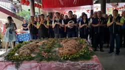鯉魚伯公文化祭登場 分送108斤米糕「吃平安」
