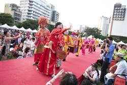 巧扮媒人送祝福 楊瓊瓔號召加入燈會志工行列