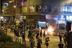 示威者旺角警署外縱火 警舉長槍警告