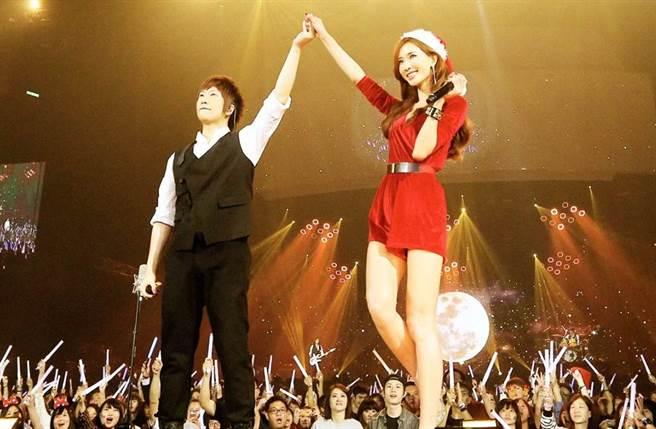 林志玲曾擔任五月天演唱會嘉賓。﹝圖/相信音樂臉書)