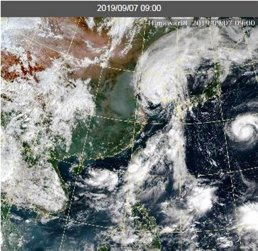 氣象局預報員特別提醒,菲律賓東部外海有熱帶擾動,是否生成地16號颱風琵琶,影響秋節連假,有待觀察!(摘自中央氣象局)
