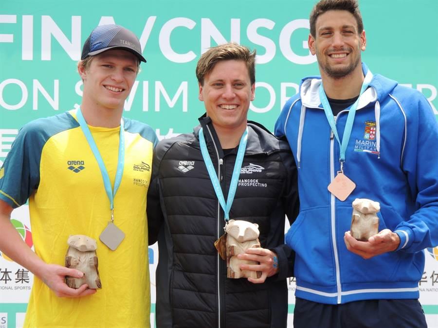 ▲FINA世界馬拉松游泳大賽男子組金牌澳洲Nick Sloman(中)、亞軍澳洲Hayden Cotte(左)、季軍義大利Matteo Furlan(右)。(楊樹煌攝)